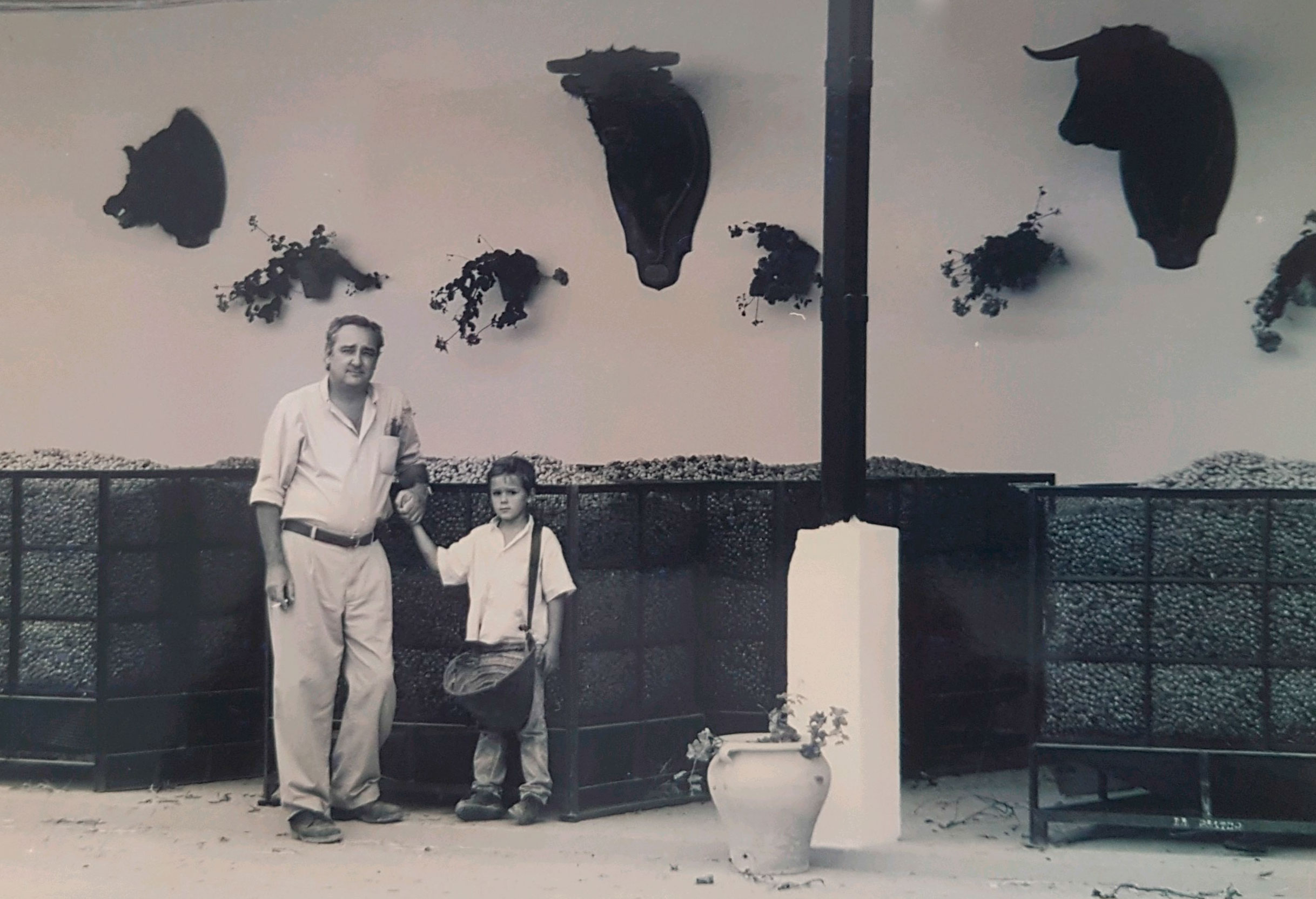 Carlos Núñez Pol with his son Carlos in 1999, in the agricultural exploitation.